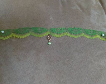 Green The riddler charm lace choker