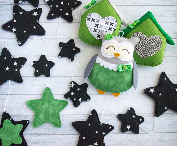 Owl garland Black nursery garland white nursery decor owl garland stars Owl decorations Green baby garland Green wall decorations Cute owl
