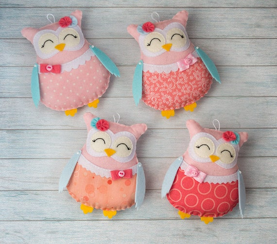 Stuffed owls Owl nursery decor Nursery mobile Coral ornaments Owl baby shower Pastel nursery Mobile girl Baby girl gift Blush pink mobile