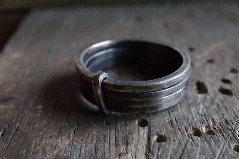 72fec402edc Bague 4 anneaux liés en argent forgée et vieilli à la main