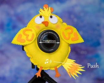 Photographer Helper, Camera Lens Buddy (65 mm hole) with a Squeaker - Funny Chicken