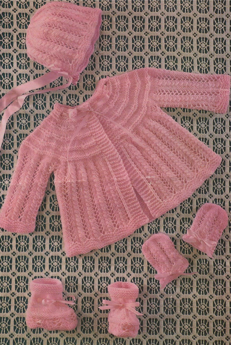 dbcb57192421 Babies Matinee Jacket Bonnet Mittens and Bootees Knitting