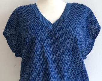 women's vest in black and blue knit