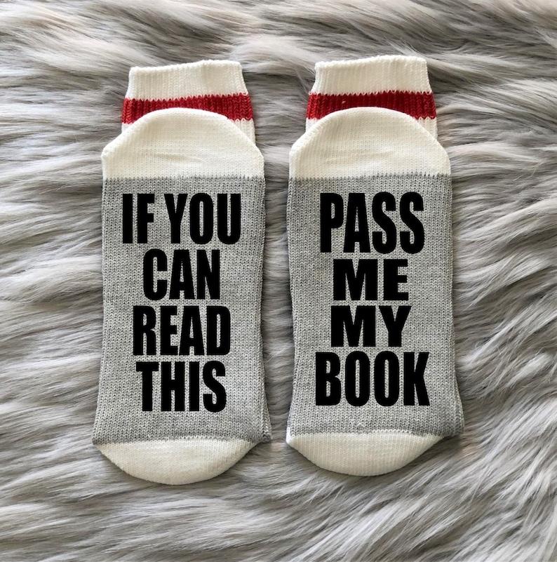 Pass me mijn boek-boeken-boek sokken-boek gift-lezen-lezen image 0