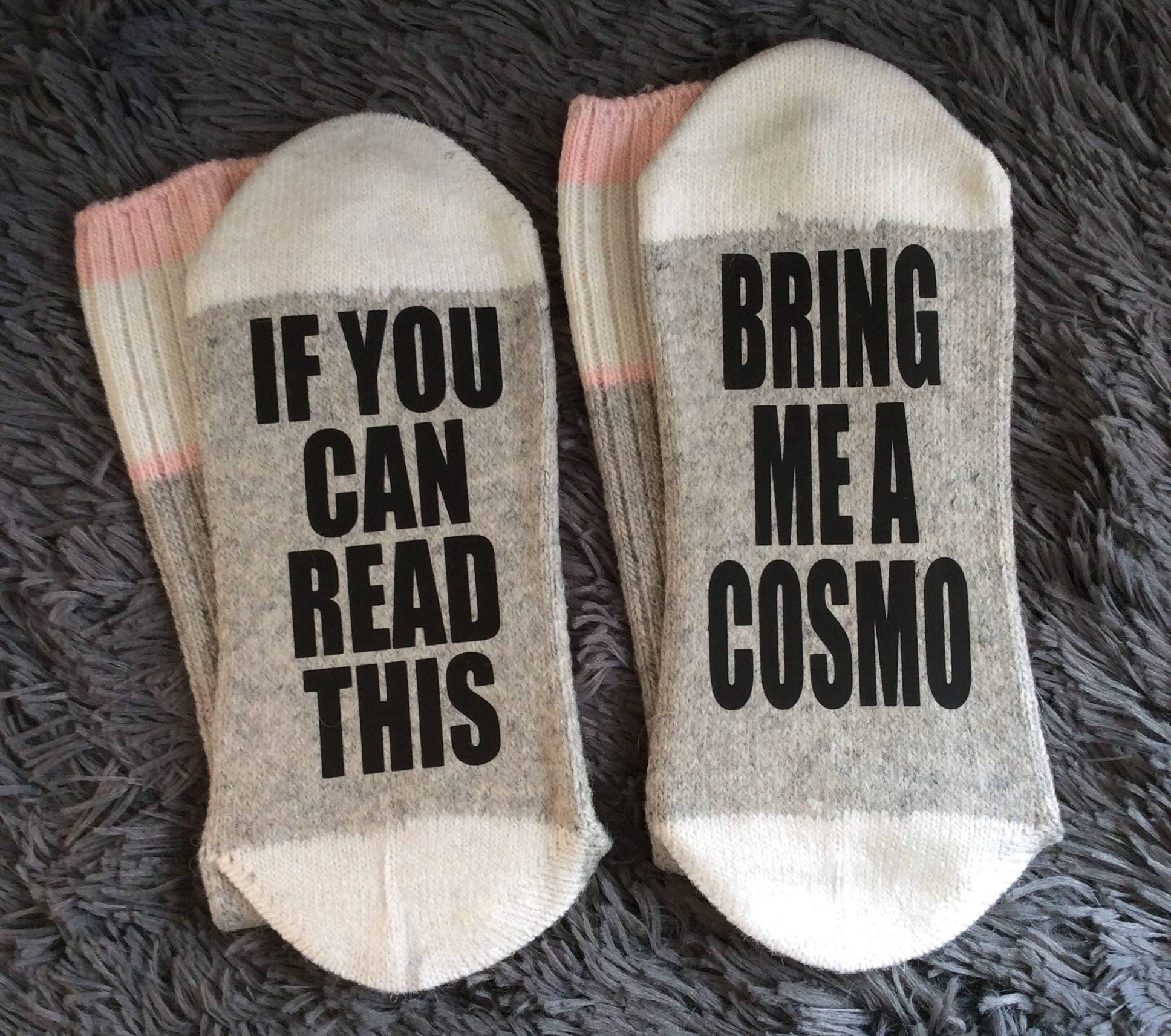 Apportez-moi un Cosmo - si vous pouvez lire que Cosmopolitan cette chaussettes - Cosmopolitan que - cadeaux - nouveauté chaussettes 40ce29