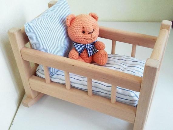 baby puppe krippe schaukel aus holz mit puppe bettw sche etsy. Black Bedroom Furniture Sets. Home Design Ideas