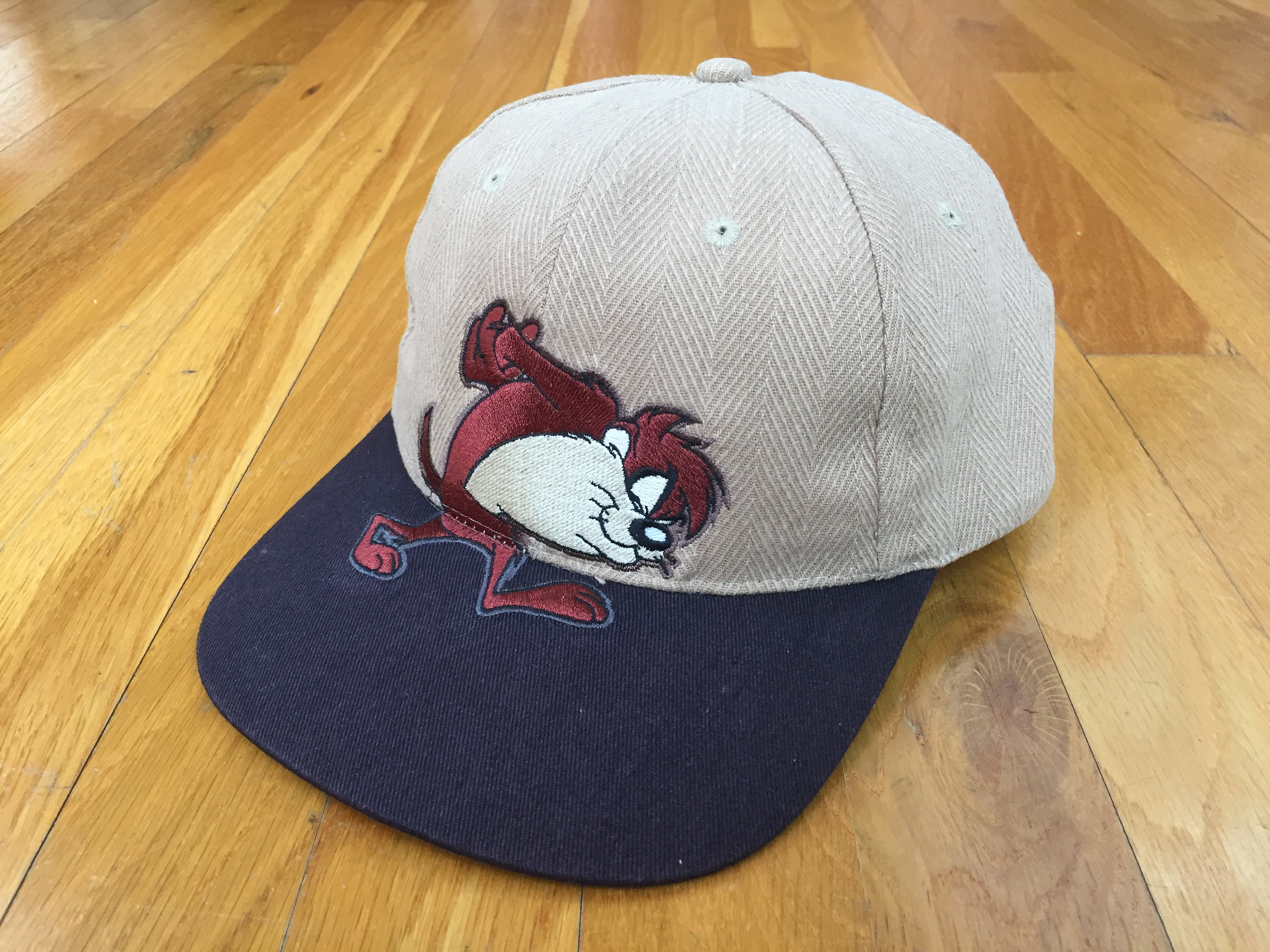 Vintage 1997 Taz Looney Toons hat brown tasmanian devil comic  cdba1e0132e8