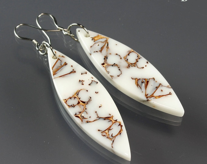 Seed Pod White Resin Earrings, organic pattern earrings, resin jewelry, handmade gift, nature lover jewelry, white dangle earring