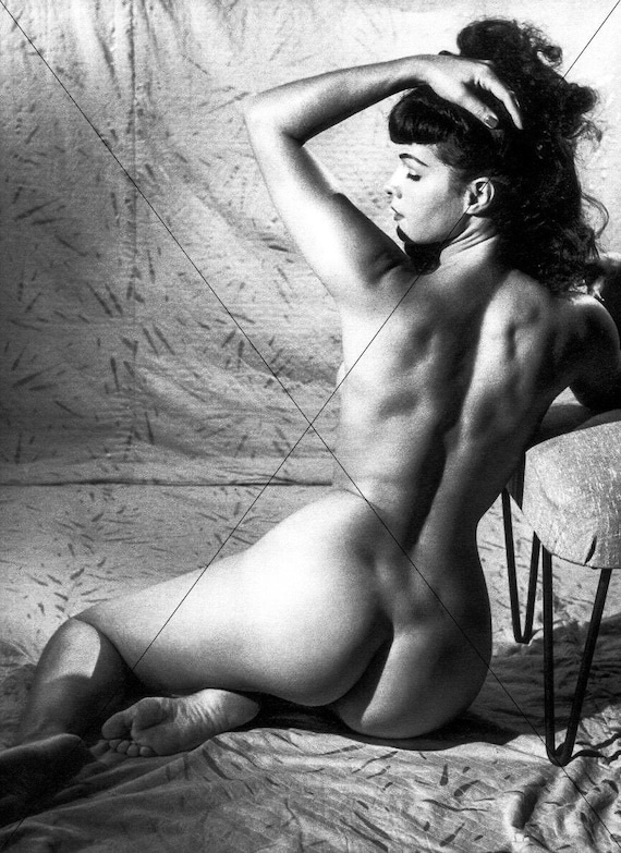 naked woman bending over showing pussy
