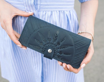Leather woman's wallet. Woman leather purse. Custom ladies wallet. Genuine leather wallet for lady.