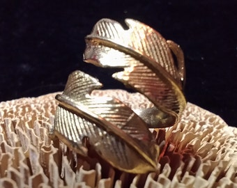 Ring adjustable tribal feather made in brass. Adjustable feathers tribal ring. Brass ring. Ethnic jewellewry