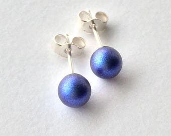 Iridescent Dark Blue Pearl Earrings. Made with Swarovski Elements and Sterling Silver.