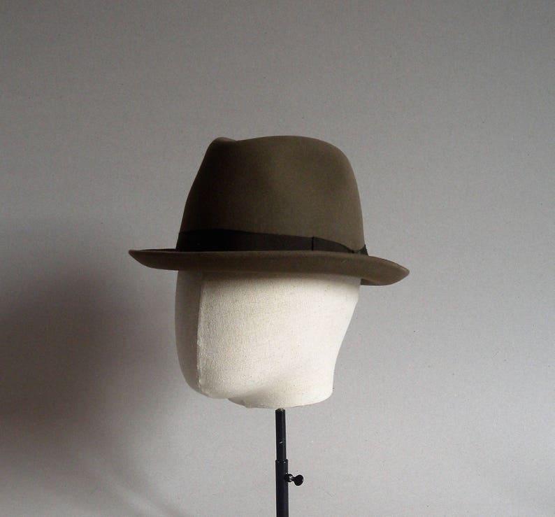 Assieme a Barbisio fedora. Brown. Cappello vintage italiano.  dfecb84e7c17