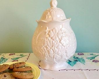 """Pfaltzgraff """"Petals"""" Cookie Jar"""