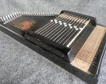 Rosen Autoharp, 12 Chords, 32 Strings.
