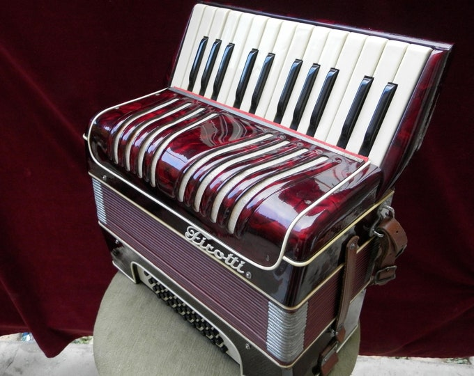 Firotti 32 Bass Chromatic Piano Accordeon