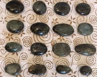 Beautiful Labradorite / Labradorite Flat Stone / Labradorite Pebble / Green Flash / Blue Flash / Polished Pebble / Crystal Healing /