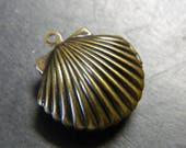 Small Brass Scallop Shell Locket Pendant - Bronze Lockets - Scallop Sea Shell Styles Bronze Simple Locket - Lockets and Prayer Boxes RJ84
