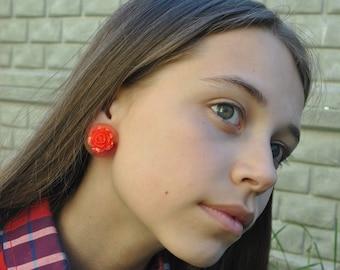 Roses on Disk Earrings,flowers on Disk Earrings,flowers on clips, red flowers on discs, earrings disks, small earrings, earrings clips