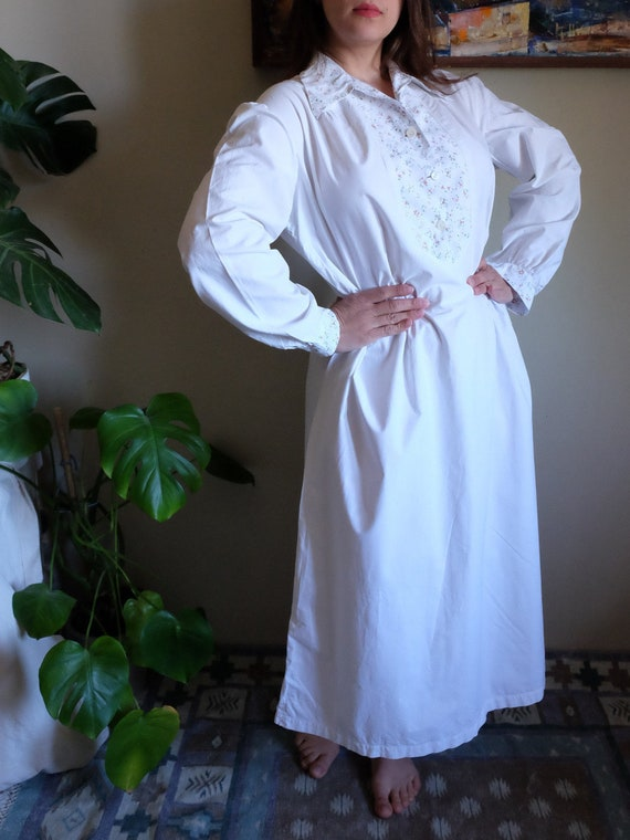 1900s 1940s Vintage Nightgown white and floral pri