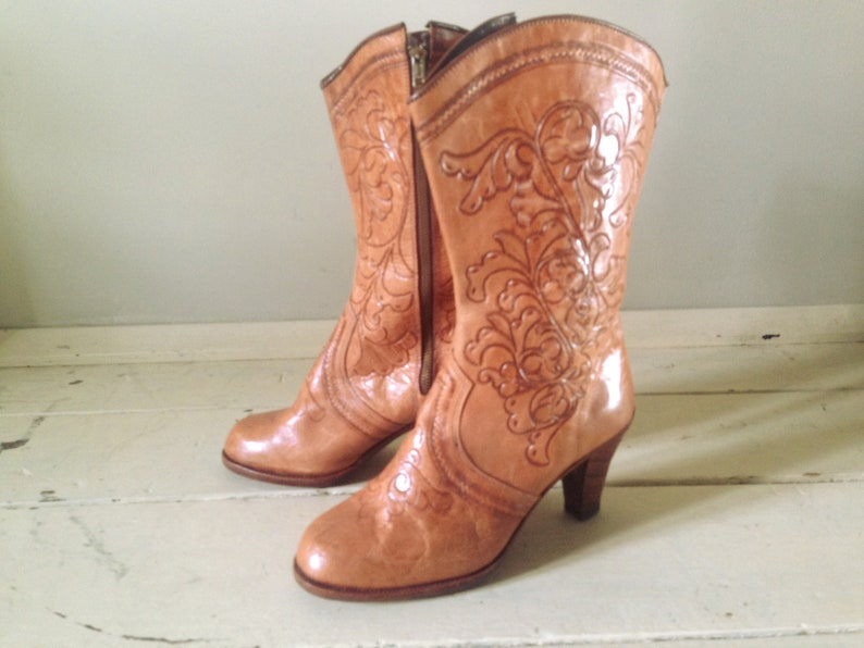 Incredible 40s Tooled Boots 40s 50s Vintage light Tan high heel Leather Cowboy Boots High Boots Size 37 UK 4 US 6 12