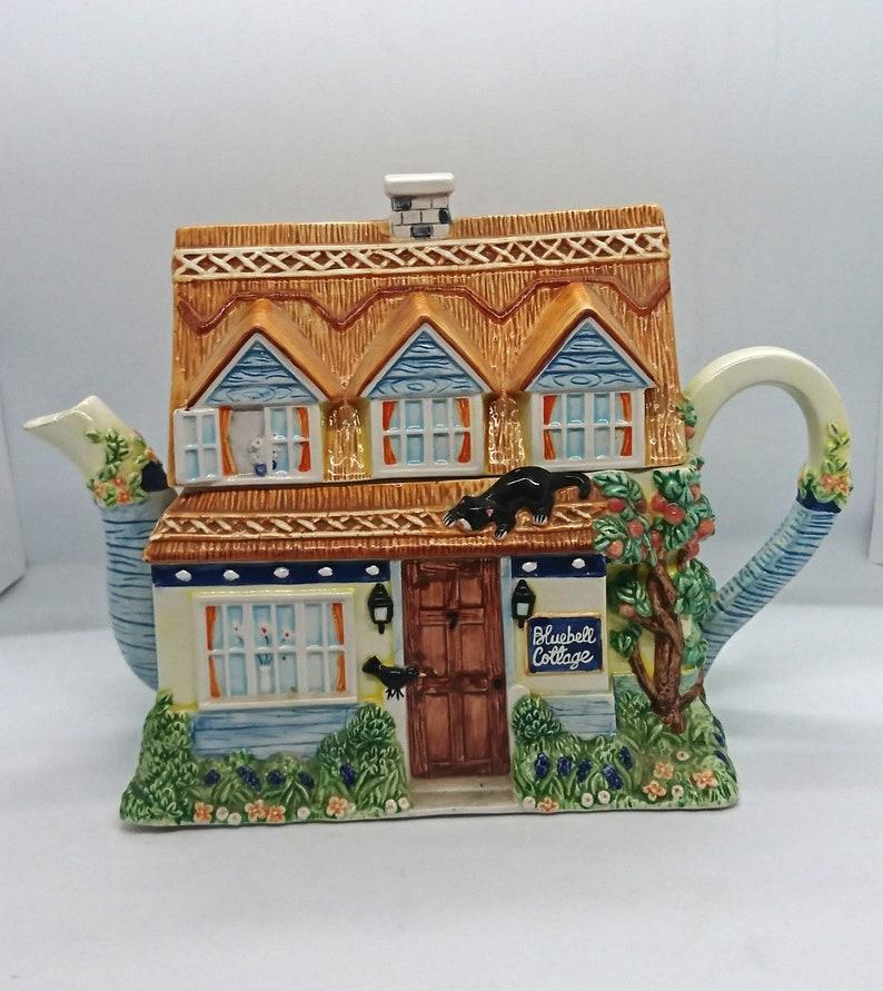 Vintage decorative teapot Display piece Teapot Novelty depicting scene of Blue Bell Cottage Kitsch Novelty. Bluebell cottage by Leonardo
