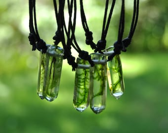 Moss Resin Crystal Choker Necklace