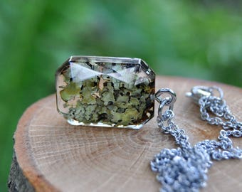 Lichen Terrarium Dainty Necklace, Wilderness Gift for Wife, Lichen Jewelry Birthday Gift, Unique Forest Necklace, Geometric Nature Necklace