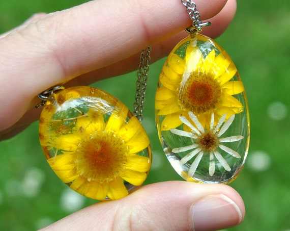 Paper Daisy Resin Pebble Necklace