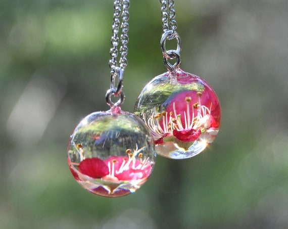 Australian Flower Resin Sphere Necklace - Red Tea Tree - 18 mm