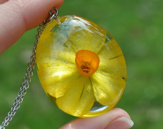 Daffodil (Jonquil) Resin Pebble Necklace