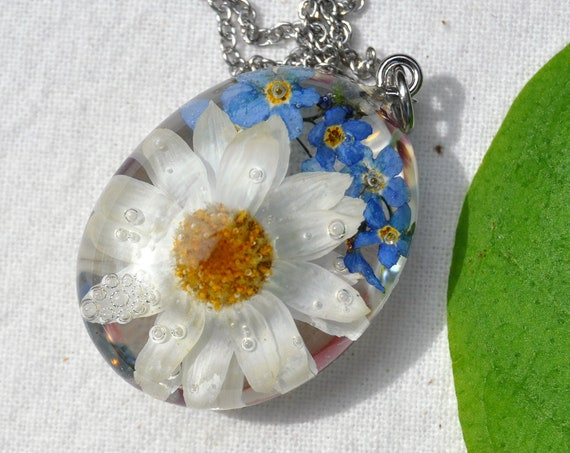 Daisy & Forget Me Not Pebble Necklace