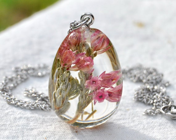 Real Flower Pebble Necklace - Erica (Berry Heath)