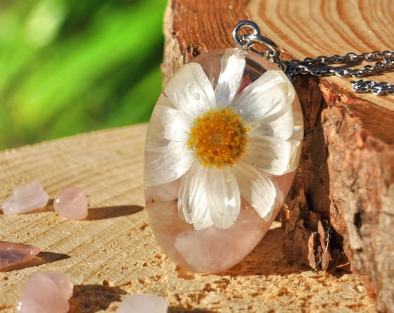 White Paper Daisy and Rose Quartz Resin Pebble Necklace