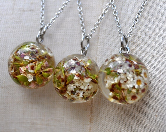 Resin Sphere Necklace - White Thryptomene - 17 mm