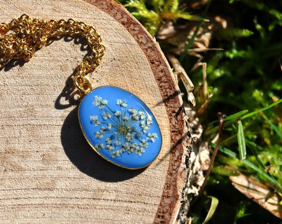 Queen Annes Lace Oval Necklace - Blue