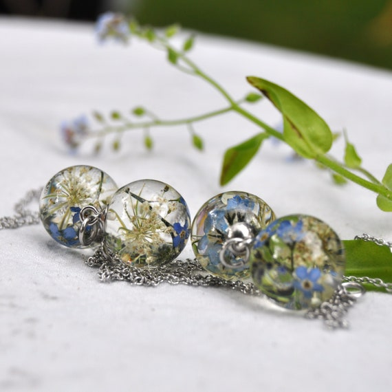Resin Sphere Necklace - Queen Annes Lace & Forget-Me-Not - 17 mm
