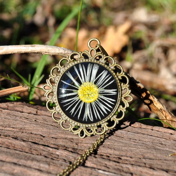 Vintage Style Daisy Necklace