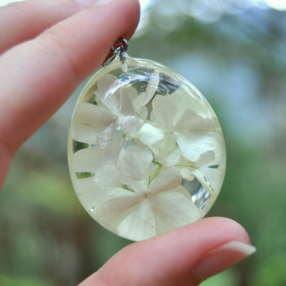 Viburnum Flower Resin Pebble Necklace