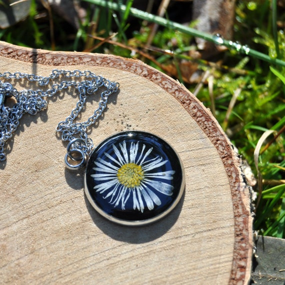 Small Daisy Necklace