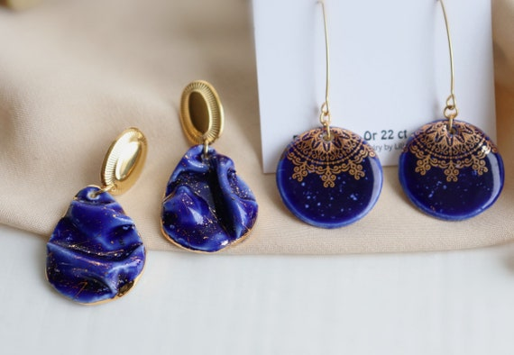 Blue silk wrinkles texture / round dangle earrings