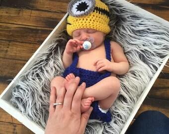 Crochet minion newborn, baby crochet minion hat, crochet newborn crochet minion hat, crochet minion photography, crochet minion set, minion