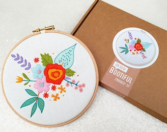 Spring Flowers Embroidery Kit, Floral Needle Craft Kit, DIY Spring Hoop Art, Hand Embroidery Project, Floral Sewing Kit, Hand Sewing Gift