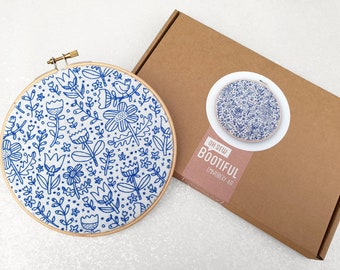 Doodle Embroidery Kit, Doodle Stitching Needle Craft Kit, DIY Hoop Art, Beginners Hand Embroidery Project, Hand Sewing Kit, Craft Kit Gift