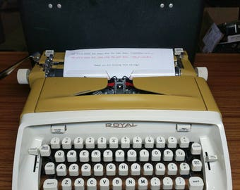 1967 Goldenrod Mustard Yellow Royal Safari portable typewriter with case!