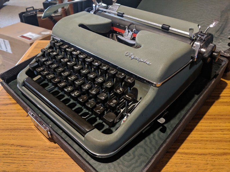 1952 Olive Green Olympia SM2 portable typewriter with case Home ...