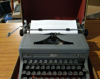 1949 Royal Arrow portable typewriter with case!