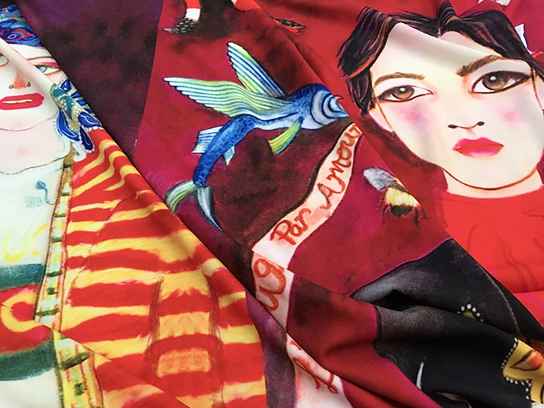 ON SALE Black Stretch Wool Worsted /& Fun Print on Stretch Mate Satin Imported. 150 cm Wide