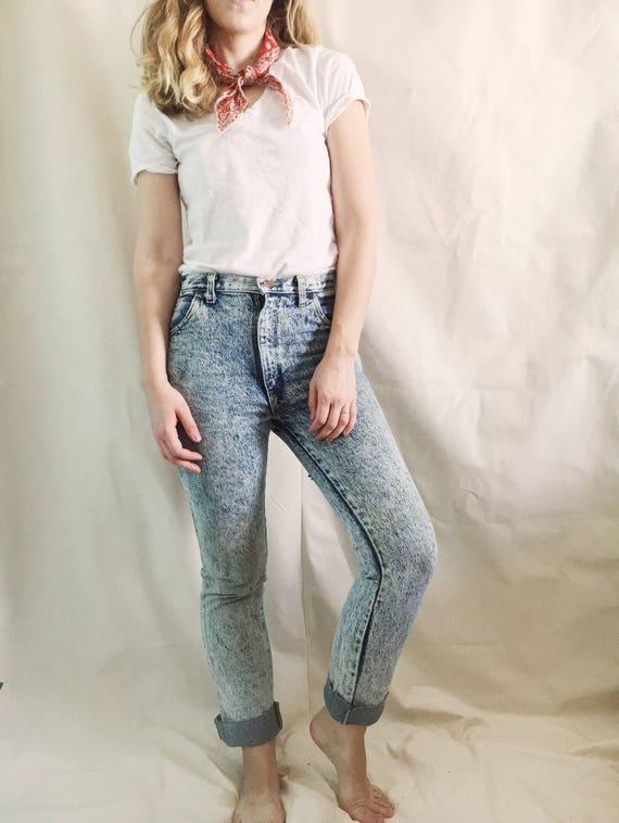 Vintage 90s Acid Washed Jeans // 26