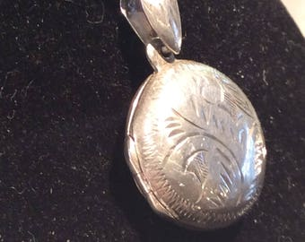 Sterling silver picture locket with chain # 574 S